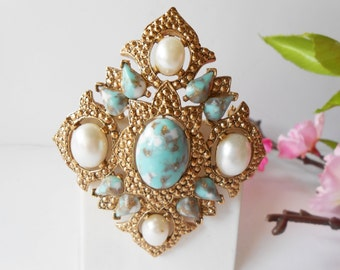 Vintage Brooch Sarah Coventry Remembrance Turquoise and Pearl Stones Glamorous Costume Jewelry