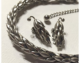 Vintage Earrings and Necklace Set, Silver Tone Leaf or Wheat Necklace, Unique Silver tone jewelry set