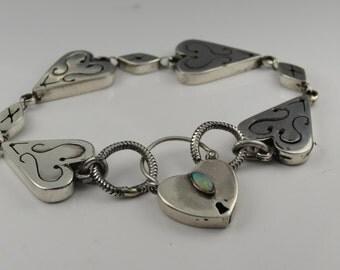 Beautiful silver 925 pierced bracelet with opal padlock