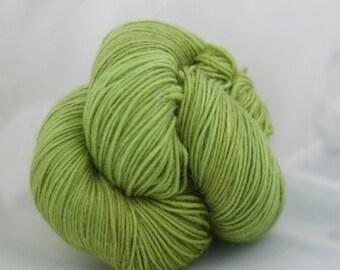 CatLike - VERT ACIDE- mérinos superwash fingering nylon superfine alpaga sock