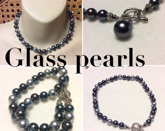Vintage gray glass pearls necklace.