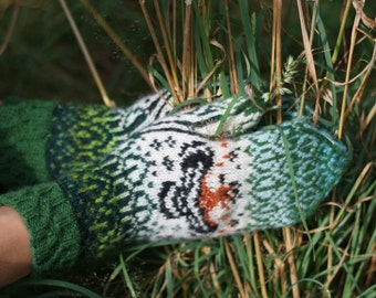 "Original, hand-knit, warm, woolen Mittens ""Flying Hoopoe"""