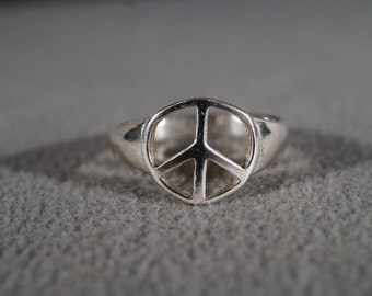 Vintage Sterling Silver Classic Peace Sign Design Bold Band Ring, Size 9  Unisex