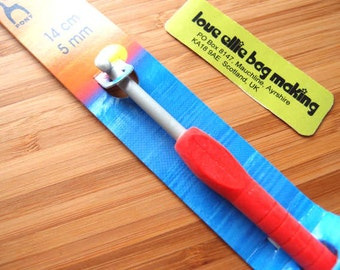 Crochet Hook - Easy Grip with Flat Finger - size 5.0mm - US size H - Quality crochet hook brand Pony