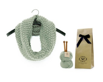 Beginners Knitting Kit, Learn to Knit DIY Set, Infinity Scarf, Chunky Knitted Snood, Fashion Cowl