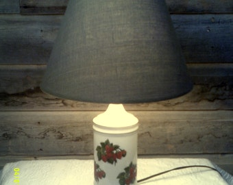Vintage 1950s Porcelain Table Lamp with Strawberries, Cottage Table Lamp, White Table Lamps, Small Table Lamps, Lamp with Strawberries