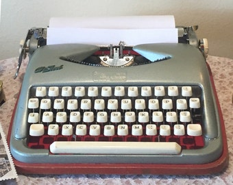 REDUCED ***Vintage 1950's Cole Steel portable Typewriter