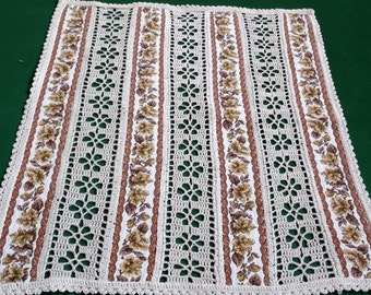 Vintage cotton table topper with flowers and handmade  crochet laces