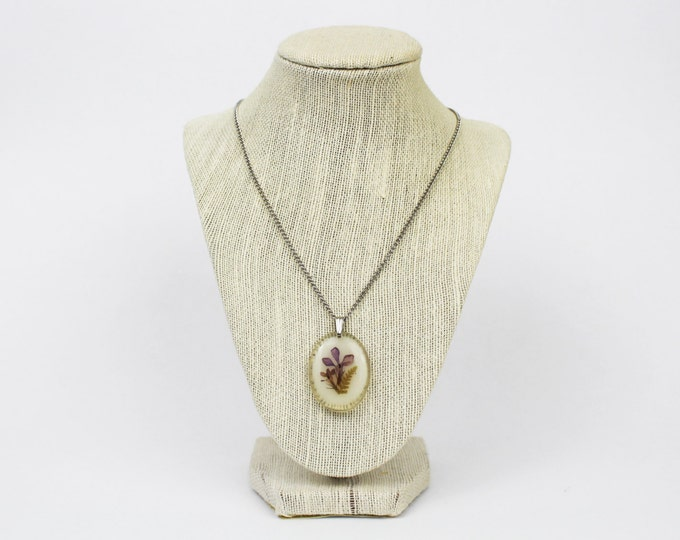 Pressed Flowers Pendant Necklace - Vintage 1960s Lucite Dried Flower Necklace