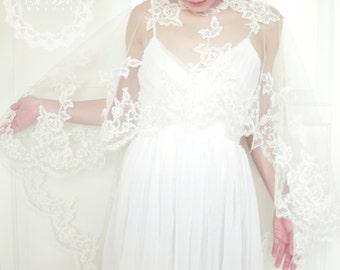 Bridal Lace Capelet,Lace Cloak,Bridal Capelet,Wedding,Capelet,Cover up,White Cape,Cape