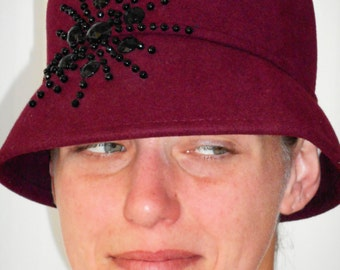 Vintage Cranberry Red Cloche Hat, Fits perfectly at 22 Inches; The fake head is 20 inches so you can see a larger fit.