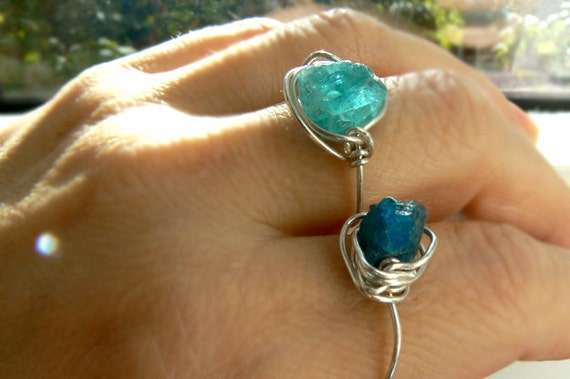 Rough apatite silver ring- wire wrapped rough stone ring- Fashion,trendy bohemian women jewelry-Neon apatite thin band ring- Women gift