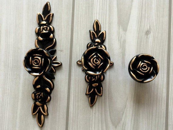 Shabby Chic Dresser Drawer Knobs Pulls Handles Black Gold Rose / Flower  Kitchen Cabinet Knobs Handles Pull Ornate Knob Back Plate Hardware From ...