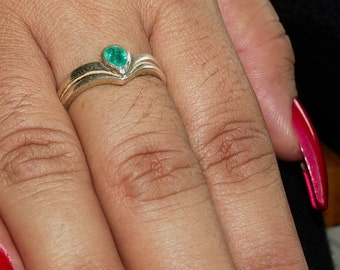 Stunning Gemstone Ring with a pear shaped green Emerald Sterling Silver 925 size 8 (GR429)