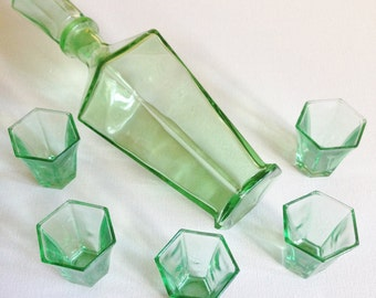 Art deco glass - Vintage geometric art deco glass carafe decanter with stopper and 5 matching glasses