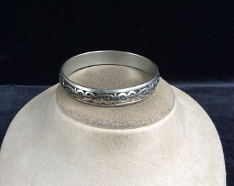 Vintage Etched Swirl Silvertone Bangle Bracelet