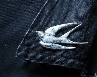 Small pin Flying Swallow - silver swallow