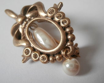 Christian Dior Pin Brooch Set with Crystals & Pearl in Gold Plated Setting New