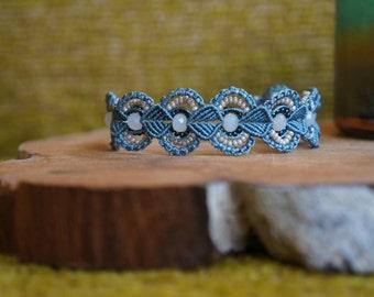 Adjustable macrame bracelet in sea coloring