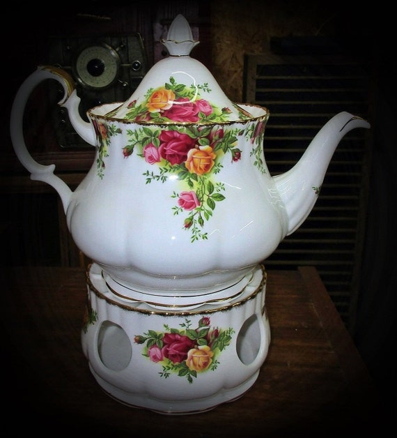 Royal Albert Old Country Roses Teapot And Teapot Warmer
