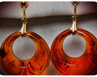Stunning swirly tortoiseshell Lucite Plastic Vintage 1950's Hoop Clip Goldtone Earrings med Rockabilly NOS Handmade 2 SIZES