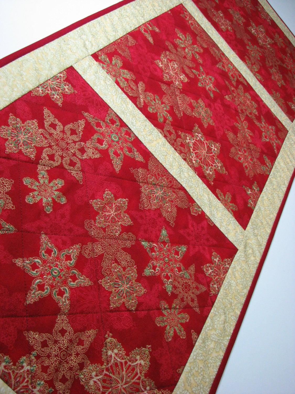 quilted table runner christmas table runner ornate. Black Bedroom Furniture Sets. Home Design Ideas