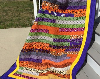 Jelly Roll Race Quilts curated by Quiltsy Team on Etsy : size of jelly roll race quilt - Adamdwight.com