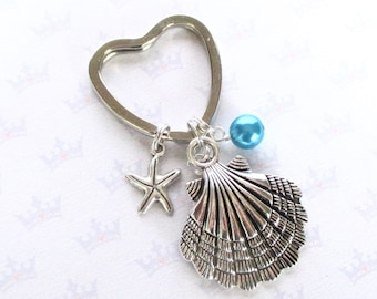 Clam shell keyring with secret hidden mermaid - Mermaid keychain with tiny starfish and turquoise pearl - Mermaid keyring - Shell keychain