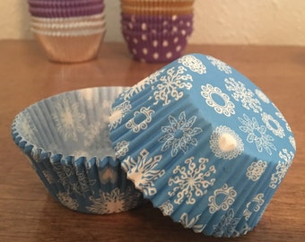 50 snowflake cupcake liners / wrappers - regular size