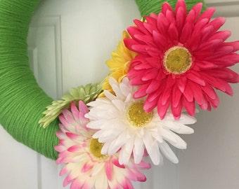 Summer Wreath - Daisy Flower Wreath - Spring Wreath - Flower Wreath - Yarn Wreath - Flower Yarn Wreath - Seasonal Wreath - Door Hanger