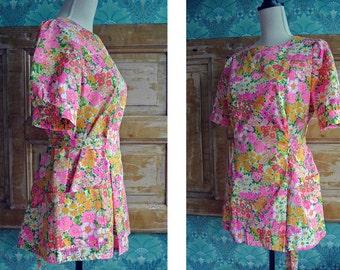 Vintage 1970s Hippie Flower Power Retro Neon Daisy Colorful Peplum Tunic Blouse Shirt Top