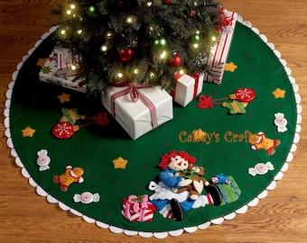 "Bucilla Christmas Morning Raggedy Ann ~ 42"""" Felt Tree Skirt Kit #86245 DIY"