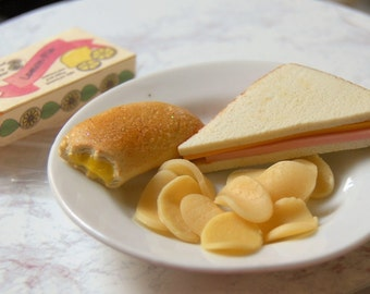 Food for American Girl Doll - Lunch Box With Sandwich, Chips and Fruit Pie