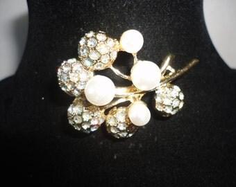 Gorgeous Vintage Borealis Crystals Pearls Brooch*****.