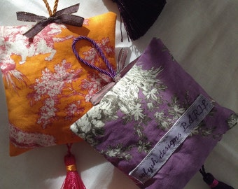 French provence extra blue lavender sachet made with Güttermann german toile de jouy with french trims.