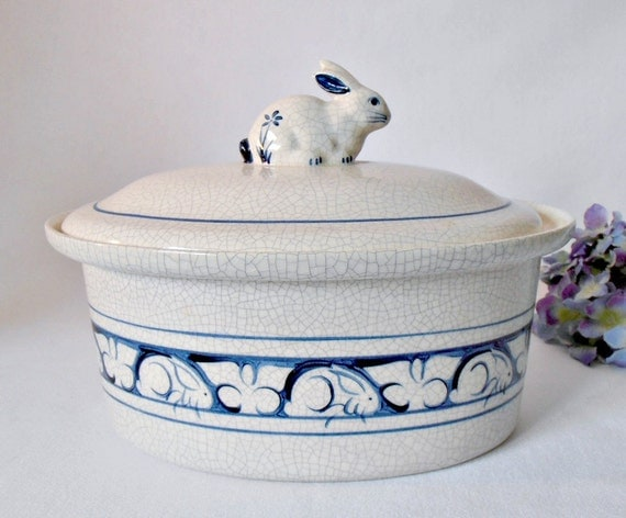 Dedham Pottery Rabbit Oval Covered Casserole Dish Crackle