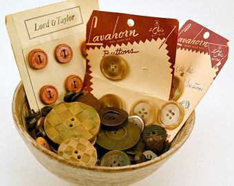 Vintage brown buttons in various sizes and materials (100)