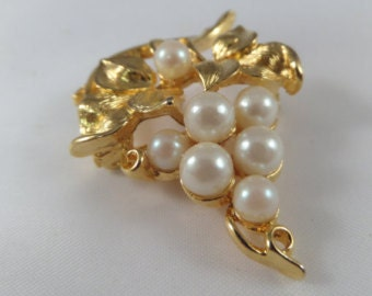 Brooch, Lisner Brooch, Gold Brooch, Grape Cluster Pin, Gold Tone Setting, Faux Pearls, Vintage Jewelry, Vineyard, Winery, gift for her