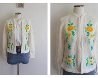 Vintage 70s Cream Floral Cardigan // Crewel Embroidery // Boho Folk  //  Secretary Cardigan // Mad Men // Pin Up // Size: M/L