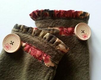 Fingerless Glove, Fingerless Mittens, Winter Gloves, Fleece Gloves, Wrist Warmers, Hand Warmers, Olive Green Glove w Ruffle & Wood Buttons