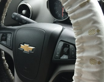 White and Gold Pineapple Steering Wheel Cover