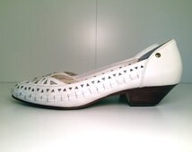 Vintage Etienne Aigner White Leather Kitten Heels | Slip Ons | Wood Stacked Heel | Boho | Woven | Womens Size 8 M