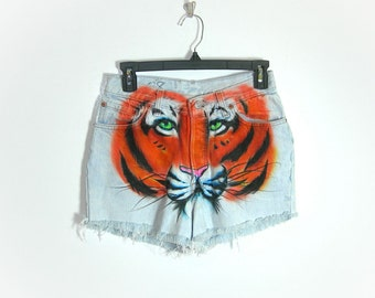 Levi Button Fly Tiger Art Distressed Shorts Cut Offs ~ US Womens Size Medium ~ Dimensions Below ~ US Womens 7