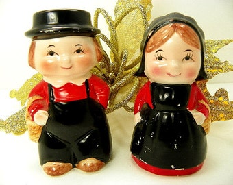 Old Amish Couple Salt and Pepper Shakers Collectible Figurines