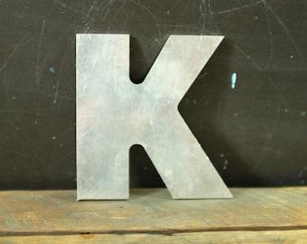 """Metal Letter: K - Lettre en métal vintage """"K"""""""