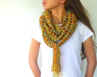 Bufanda collar multicolor hecho a mano. Bufanda con flecos. Bufandas tejidas modernas. Cuellos de punto originales. Bufandas de moda