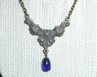 Antique inspired pendant necklace