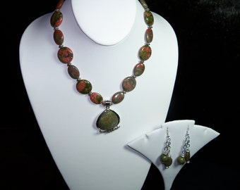 A Lovely Unakite Necklace and Earrings. (201519)