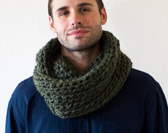 Men's Olive Green Crocheted Circle Scarf