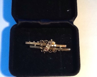 Victorian 9ct Gold Bar Brooch c1898.
